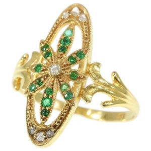 Charming Victorian gold ring with diamonds and green stones