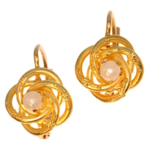 Cute gold earrings decorated with a pearl