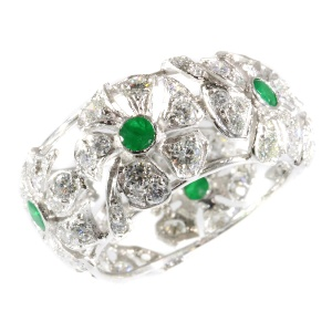 Vintage white gold floral ring with 90! diamonds and 6 emeralds - anno ca. 1960