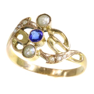 Real Vintage Art Nouveau gold ring with pearls and sapphire