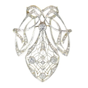 Strong design Art Nouveau diamond pendant that can be worn as a brooch too