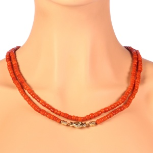 Victorian antique Dutch coral necklace with gold holding hands as clasp