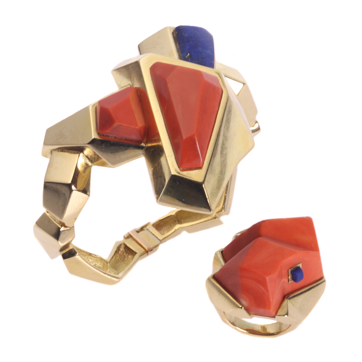 Vintage Seventies Pop-Art matching set gold bracelet and ring with coral and lapis lazuli