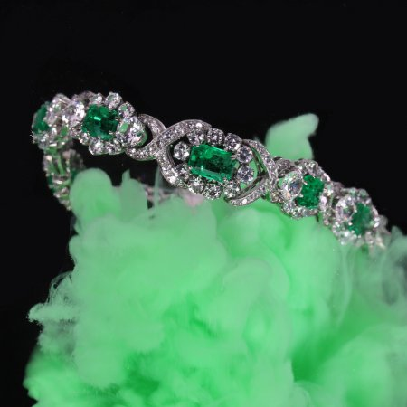 Truly magnificent 16+ crt brilliant and 7- crt Colombian emerald estate bracelet