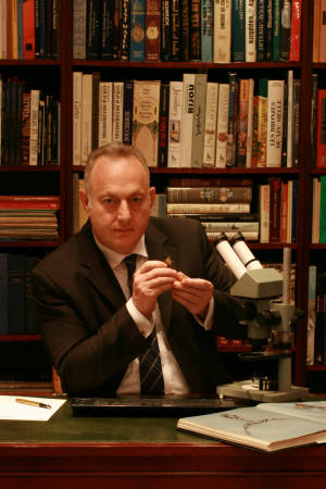 Mr.Elkan Wijnberg, CEO Adin, expert antique jewelry appraiser