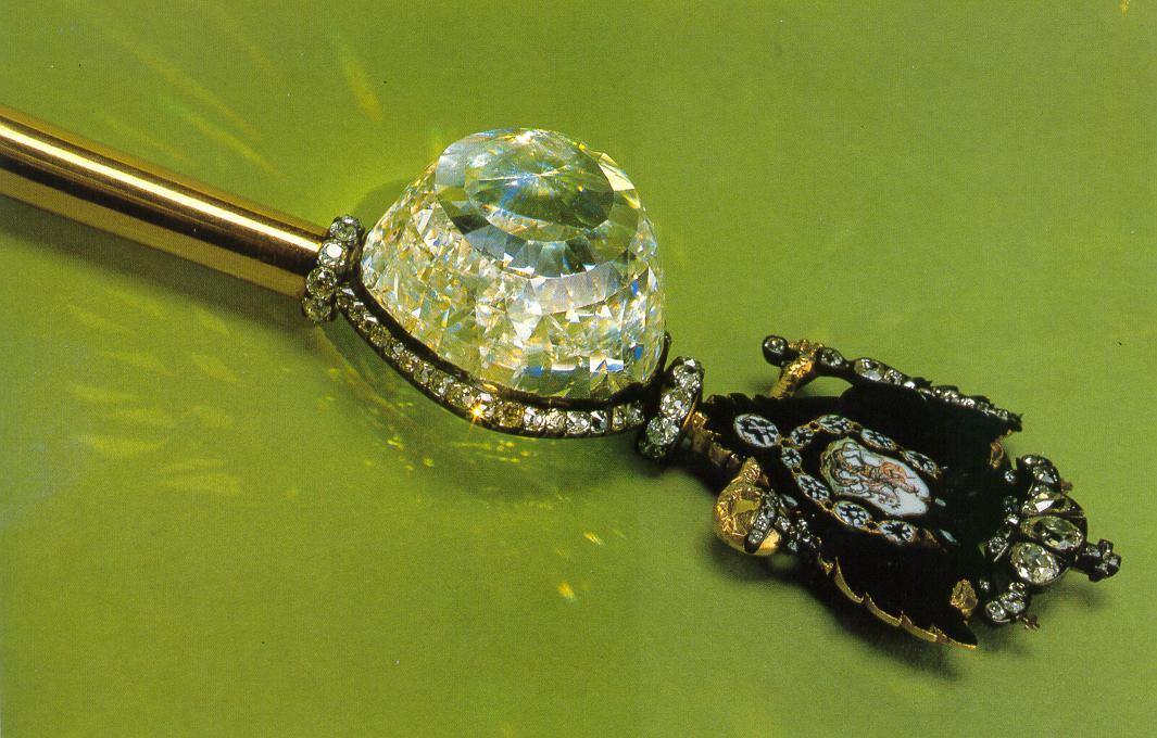 Klik op de foto om een vergroting van de Orlov-diamant te zien.